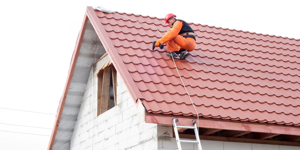 11 Things to Know Before Hiring a Temporary Roofer